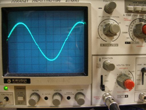 Scope trace showing pure sine wave output.